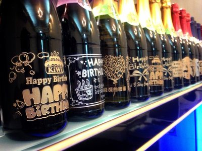 台北酒瓶雕刻~聖誕節C10系列~(結婚&生日&榮陞&退伍&開幕&喬遷&畢業&禮物~)~成芳酒瓶雕刻工坊