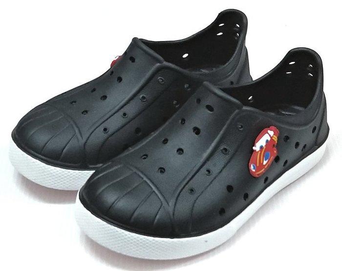 【菲瑪】TOWBOSS 閃電麥坤 洞洞鞋 防水鞋 Q彈超輕無毒止滑 黑015C