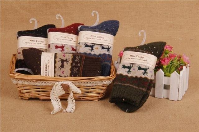嘉芸的店 日本秋冬必買 加厚款 日本羊毛襪 雪花小鹿圖案 聖誕風 日本毛料短襪 可機洗 加厚款日本毛料襪子