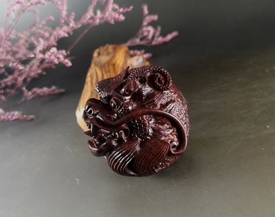印度小葉紫檀 「龍」全手工精雕 - 老料  油性非常好 E222
