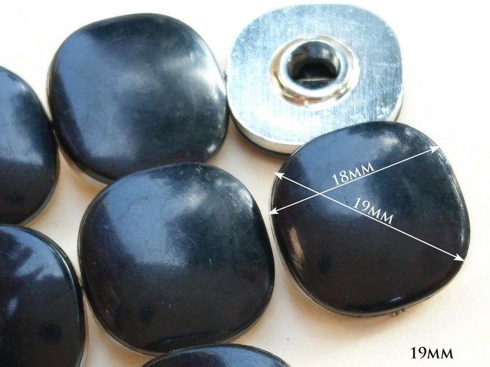 DAda緞帶‧I32013-19mm個性復古黑方型銀鈕扣1個$8