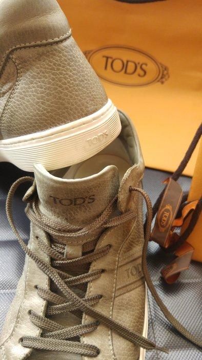 Tod's 淺駝色小羊皮綁帶豆豆鞋