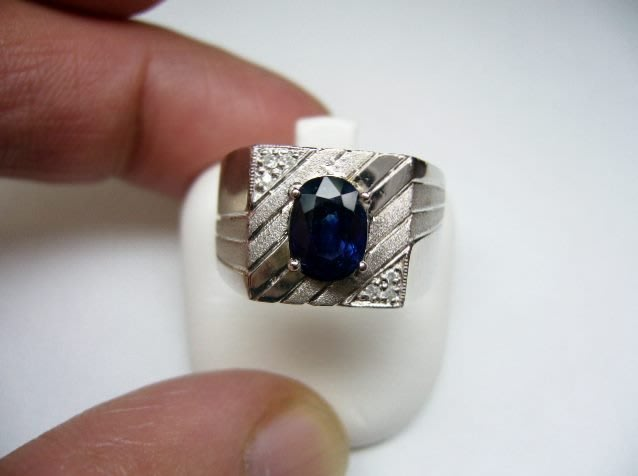 [吉宏精品交流中心]1.90克拉 天然藍寶石 天然鑽石 白K金 造型 戒指(男戒)