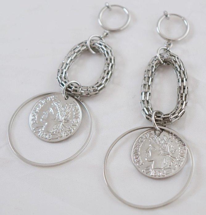 破盤清倉大降價!銀色輕盈款設計款歐風彈簧夾式耳環,材質不確定,只有這一件!免運費!