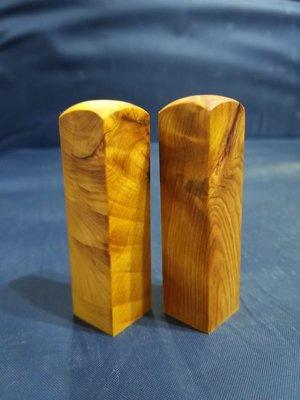 台灣檜木6分印章 (黃檜、閃花)7*1.8cm正方 1對350元~g5