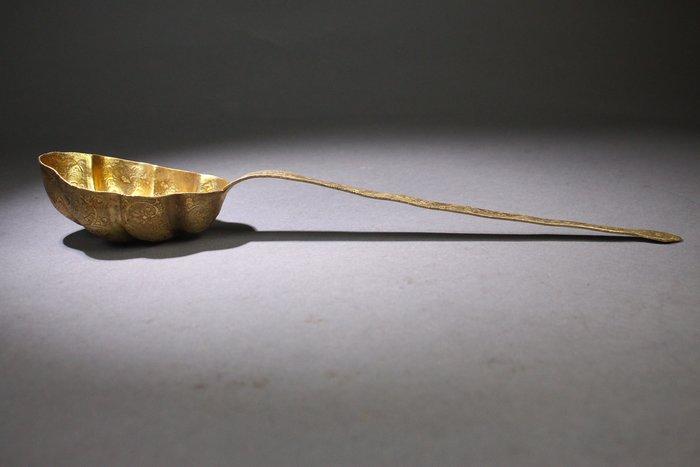 悅年堂 --- 銅 鎏金 花紋 酒勺 窯酒器