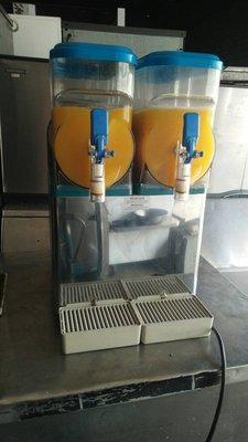 【光輝餐飲設備] 二手2管義大利雪泥機.110v. 另有製冰機.切肉機.