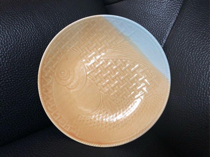 早期 浮雕雙色魚盤