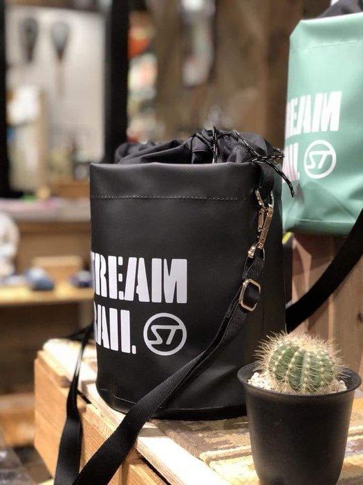 日本StreamTrail戶外防水包~ANEMONE隨身包逛街上班出國旅遊最方便的隨身小包~瑪瑙黑-限量到貨