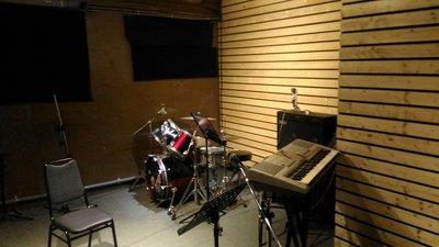 (拍譜音樂)二手樂器音響拍賣:爵士鼓組/電吉他/貝斯/木吉他/電子琴/音箱/pa音響/拍譜練團室:表演場地