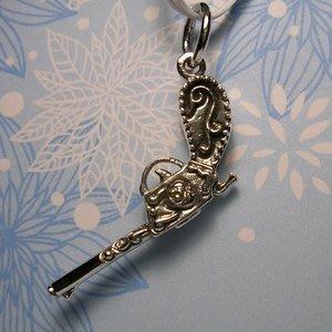 琥珀貓銀飾DIY【925純銀飾品】墜飾~A0025~愛心與槍~一個