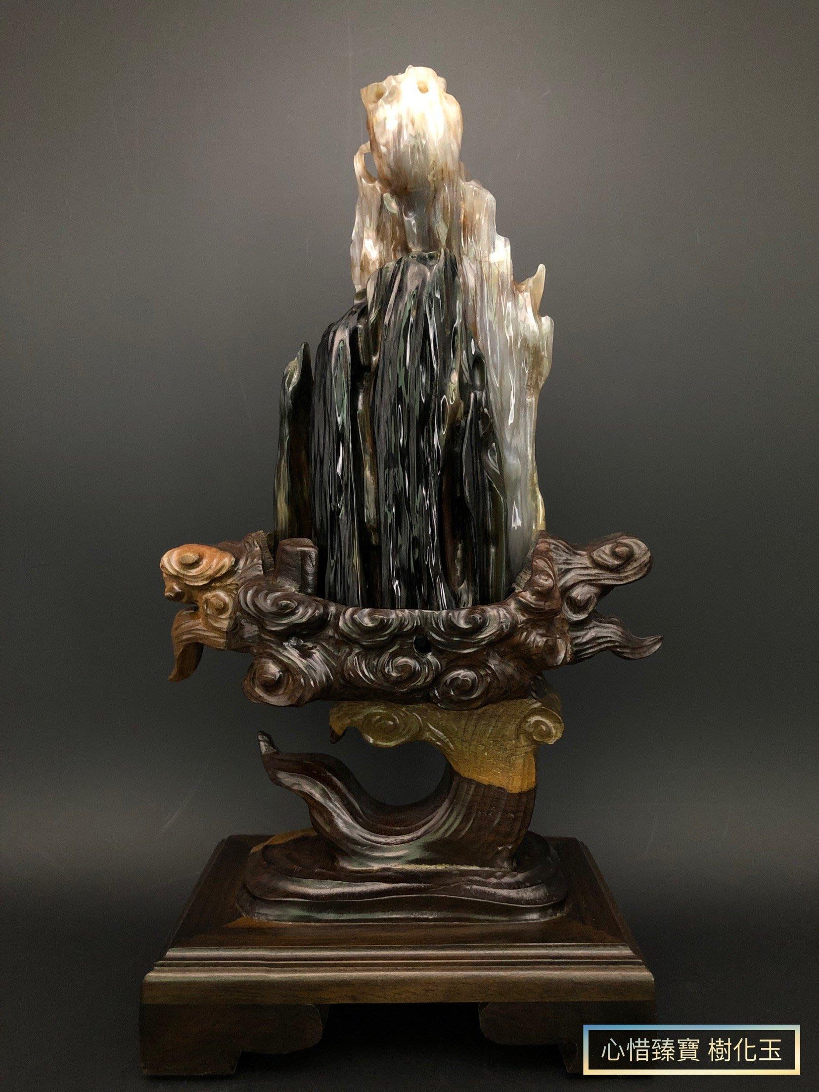 【 心惜臻寶 樹化玉 】天然緬甸樹化玉、樹玉、樹玉擺件《德柏綠料–1618》