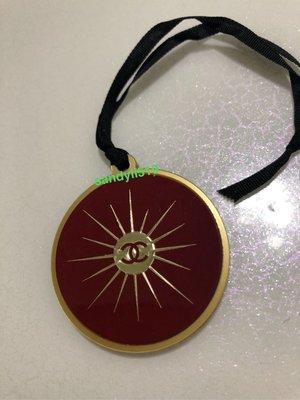 香奈兒 🎁紅色 Logo 吊飾