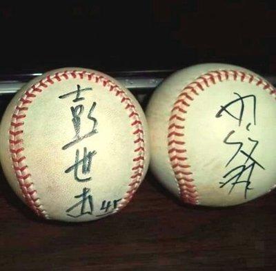 【☆ 職棒野球魂大賣場☆】冬季聯盟    彭世杰 (富邦) ,  蘇俊羽(LAMIGO)都簽於 比賽球。