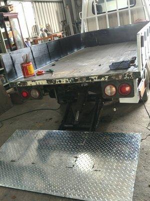 昇降機尾門升降尾門滑特華特電動尾門油壓馬達油壓缸遙控器線控安裝維修製造