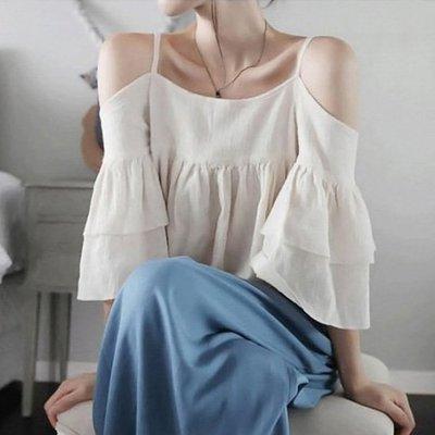 棉麻衫 性感吊帶一字領棉麻喇叭袖公主娃娃衫上衣 艾爾莎【TAZ6518】