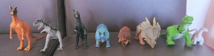 二手恐龍玩具共有八隻