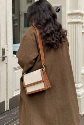 The Envelope Crossbody - Beige Canvas 全新 米色帆布皮革信封式斜背包