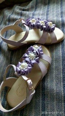大降價。最後出清。 Swan 羅馬鞋一雙,全新未穿,26號,鞋長17公分,鞋面Q軟好穿