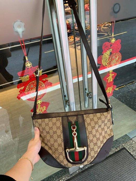 典精品名店 Gucci 真品 153023 緹花布 GG LOGO 綠紅綠 馬銜扣 拉鍊 斜背包 現貨