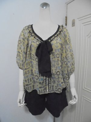 日本axes femme品牌海軍風印花領綁結五分袖雪紡罩衫M號(適M~L)*250元直購價*