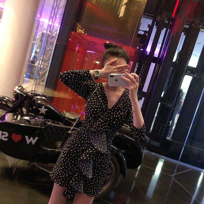 連身裙 洋裝 性感套裝 包臀裙 秋名媛性感V領不規則雪紡港味復古圓點氣質立體荷葉邊連衣裙