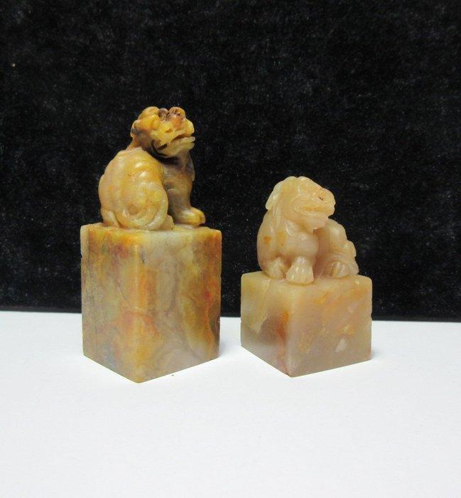 出賣家藏--精品老撾北部黃瑞獸2件組(附錦盒,特價出清)