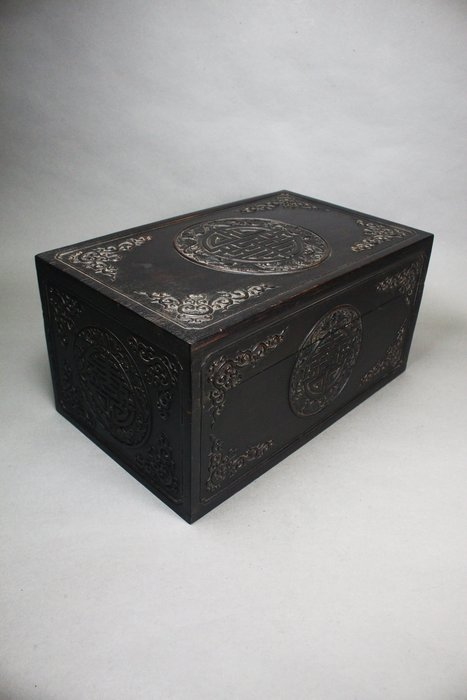 悅年堂 --- 紫檀 五蝠捧壽紋 蓋盒