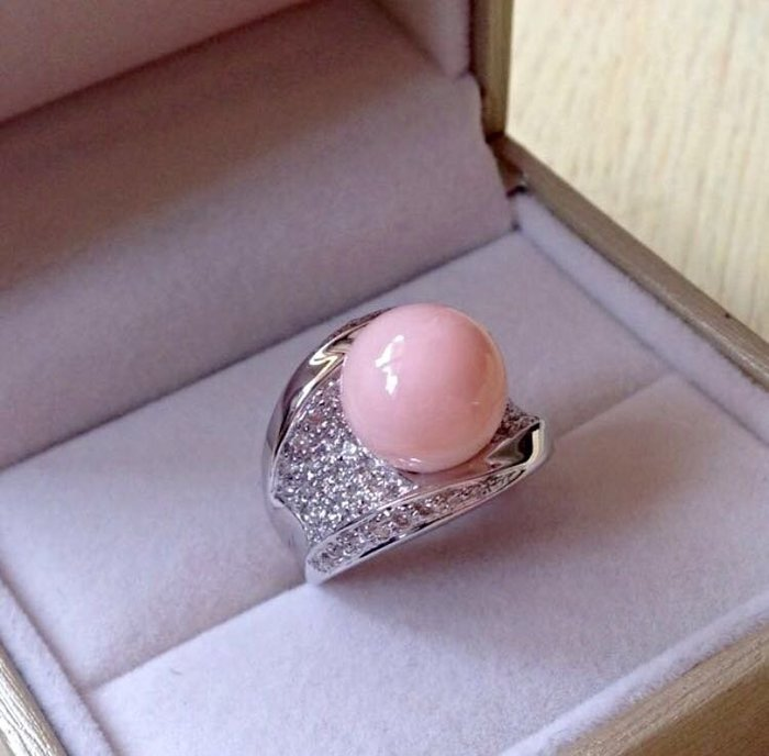 【Texture & Nobleness 低調與奢華】天然日本MOMO粉珊瑚12MM正圓 配鑲天然真鑽 純手工18k戒指