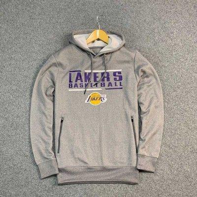 Cover Taiwan 官方直營 NBA Lakers 湖人隊 長袖 帽T 帽Tee 嘻哈 健身 情侶 灰色 (預購)