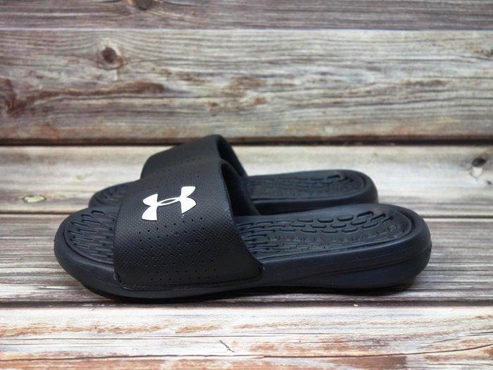 [麥修斯] UA Playmaker Fix 拖鞋 軟墊 海綿 舒適 黑白 男款 3000061-001