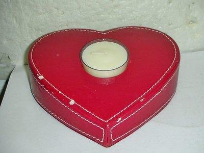 T.全新未用朱紅色心形燭台擺飾!--附一燭塊提供給需要的人!/黑箱49/-P