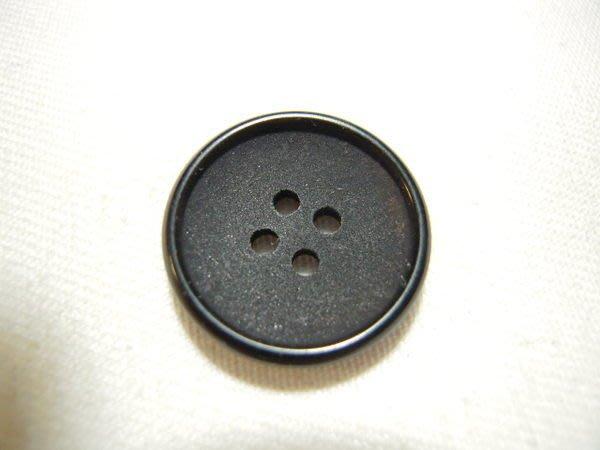 ※布箱子※ 縫紉拼布手作配件~扣子.鈕扣.釦子(DT333)~四孔~17mm~剩最後1個