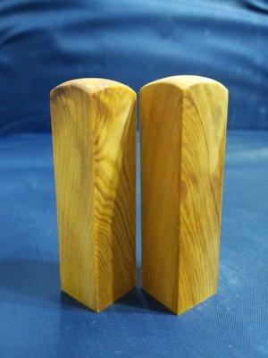 台灣檜木6分印章 (黃檜、閃花)7*1.8cm正方 1對350元~g14
