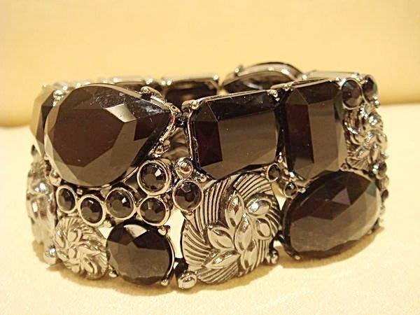 全新美國帶回來的,歐美品牌 AVON 雅芳 黑寶造型手環,低價起標無底價!本商品免運費!