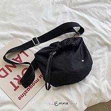 EmmaShop艾購物-韓國IG熱銷簡約束口尼龍斜背包/束口袋/胸包