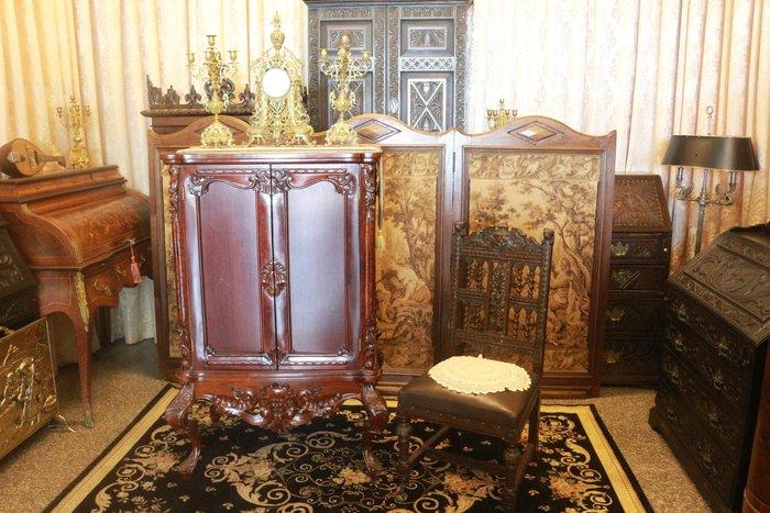 【家與收藏】特價稀有珍藏歐洲古董法國古典精緻手工雕刻花卉高邊櫃/置物櫃