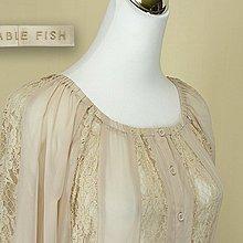貞新 GAMBLE FISH 專櫃 米色圓領長袖蕾絲雪紡紗上衣F號+韓 灰色蕾絲緞面短裙M號(77370)