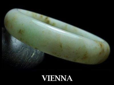 《A貨翡翠》【VIENNA】《手圍19.3/15mm版寬》緬甸玉冰種微綠飄撒金礦/玉鐲/手鐲G-032