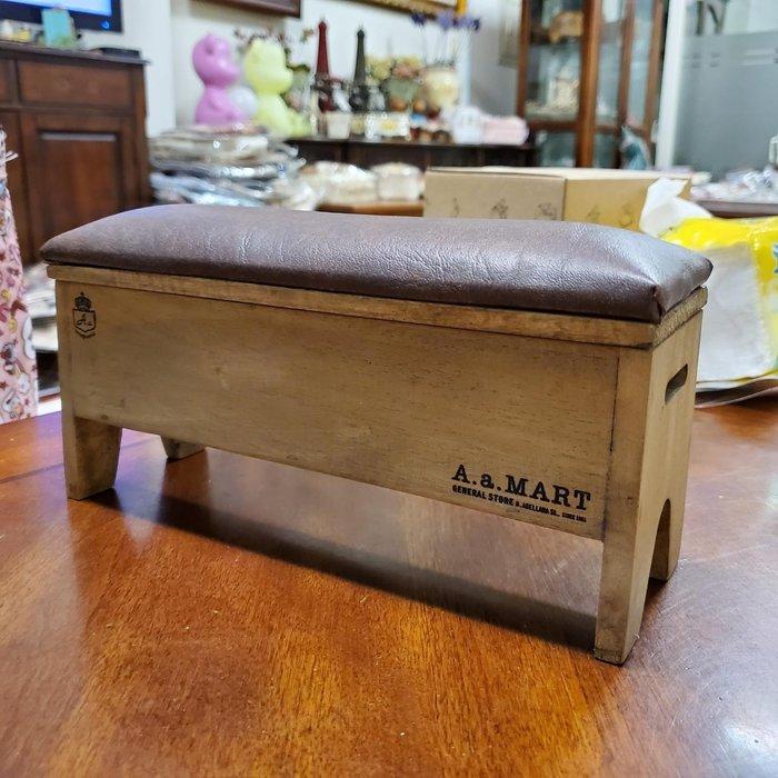 美生活館 --- 日本進口 鄉村Zakka風 復古仿舊 皮革長凳 陳列架 收納架 展示架 上掀--店面民宿 餐廳 禮品