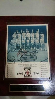 公牛王朝1995-1996三鉅頭簽名很難在找到第二張