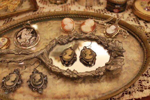 【家與收藏】稀有珍藏賠本出清VINTAGE法國CAMEO 歐洲古典仕女水鑽鑲嵌浮雕耳環 02