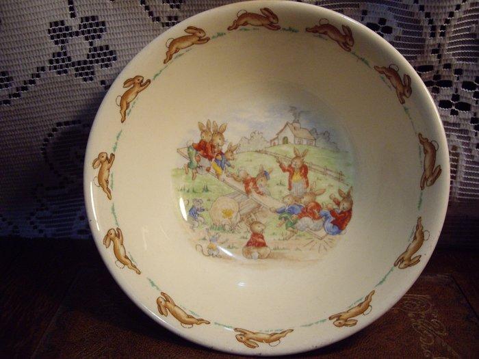 歐洲古物時尚雜貨 英國Royal doulton比得兔 高碗盤 兔子群環繞 擺飾品 古董收藏