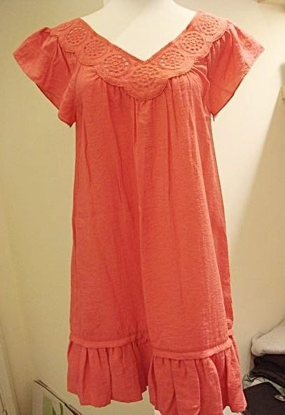 破盤清倉大降價!全新美國名牌 BCBG MAXAZRIA  V 領設計款洋裝/上衣,多種穿法,低價起標無底價!免運費!