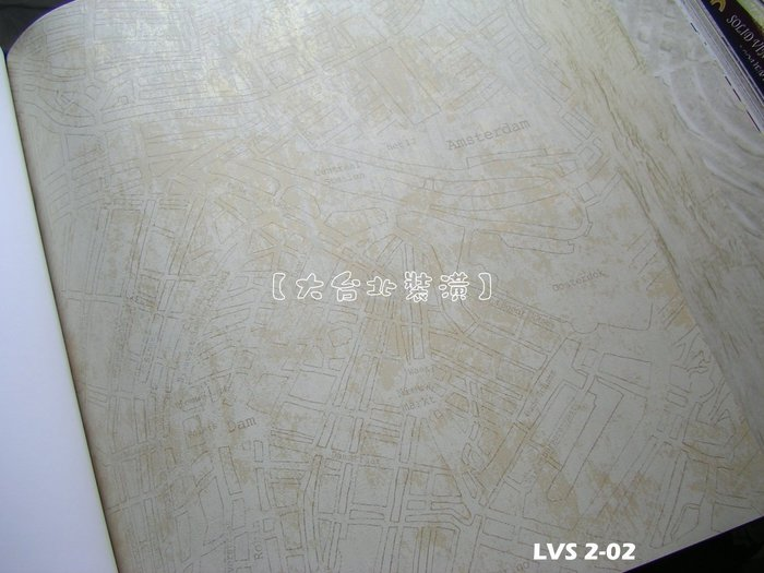 【大台北裝潢】LVS2進口平滑面純紙壁紙* 復古街道圖(3色) 每支1650元