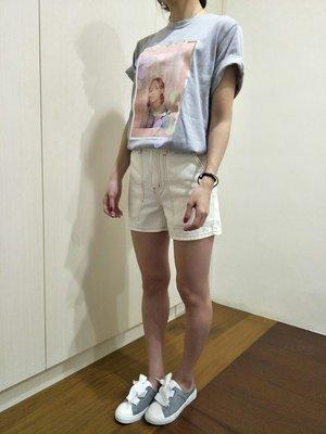 正韓女裝 現貨 白色大口袋顯瘦A字寬鬆高腰牛仔短褲