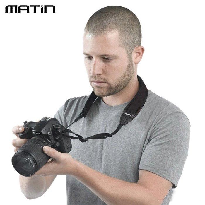 我愛買#韓國MATIN黑色藍色NIKON背帶無字CANON背帶(寬版)減壓相機背帶單眼相機減壓背帶頸掛彈性背帶防滑背帶微單眼相機揹帶輕單眼相機背帶馬田尼康佳能