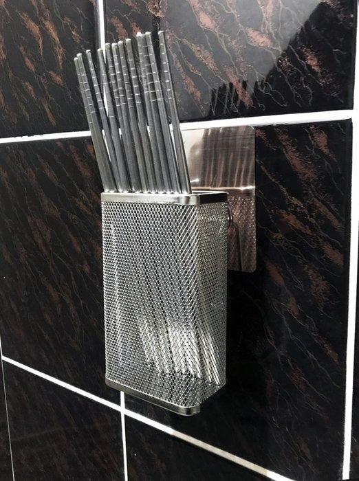 新世代貼掛系列不鏽鋼筷子籃(中),極高品質、無焊接點,反攻日本精良產品,好貼穩固,不銹鋼無痕貼片置物架