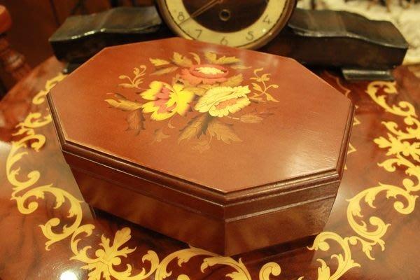 【家與收藏】特價歐洲古董義大利古典優雅花卉圖騰木盒/珠寶盒