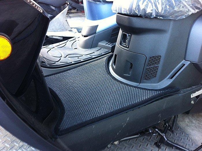 MILK71322目光踏墊-消光黑色卡夢雙層止滑減震耐磨機車腳踏墊精品-光陽MANY125